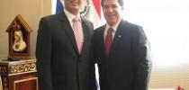 Presidente Horacio Cartes con titular de Conajzar, Javier Balbuena.